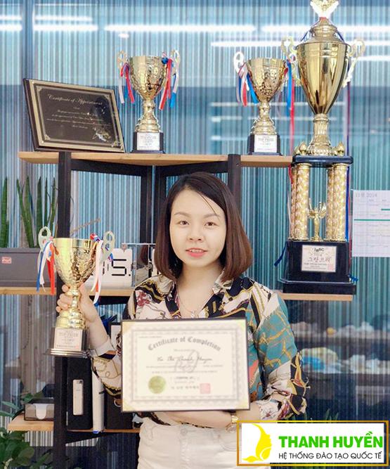 Cô Thanh Huyền nhận được các giải thưởng